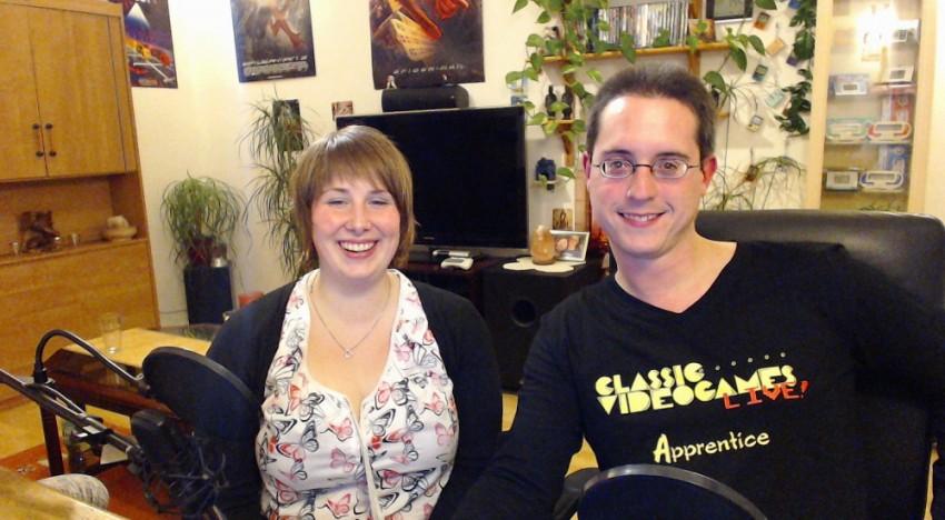 """Sabrina und Marco vom Webradio """"Classic Videogames LIVE!"""" beim Streamen ihres Retro Radio Programms."""