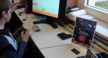Retron 5 mit Super Mario (NES)
