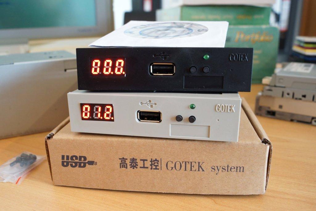 GOTEK Verpackung und Emulator in schwarz und beige eingeschaltet