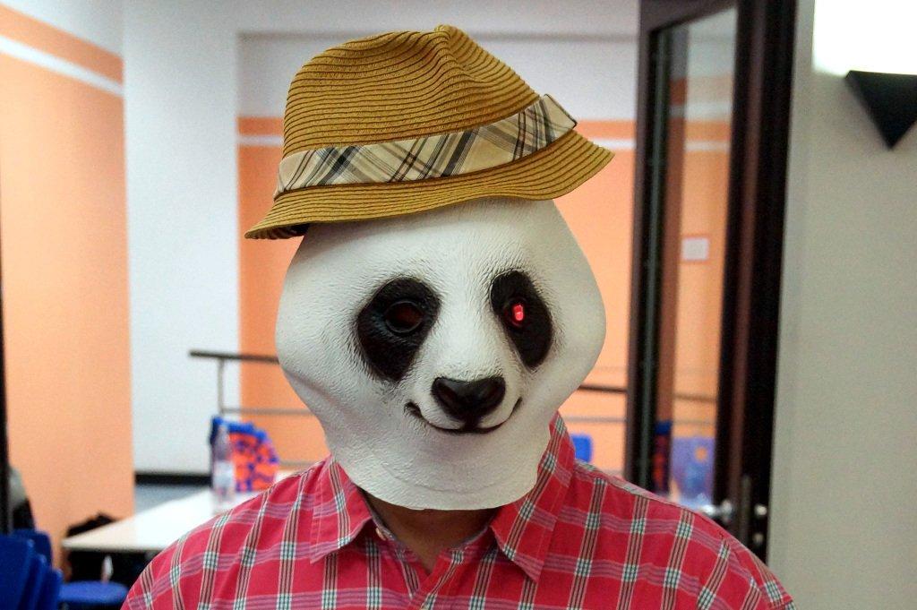 Lange Nacht der Computerspiele René Meyer inkognito mit Tronimal Maske
